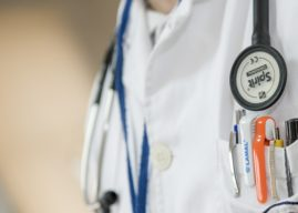 Government to relax immigration rules for NHS doctors and nurses